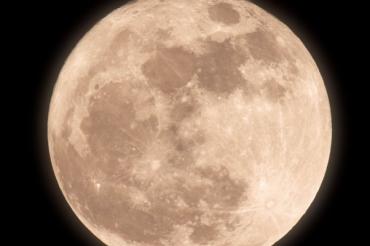 La superluna vista desde el Roque de los Muchachos