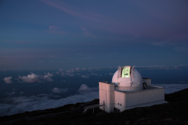 Neighbours of El Roque de los Muchachos: ISAAC NEWTON TELESCOPE (INT)